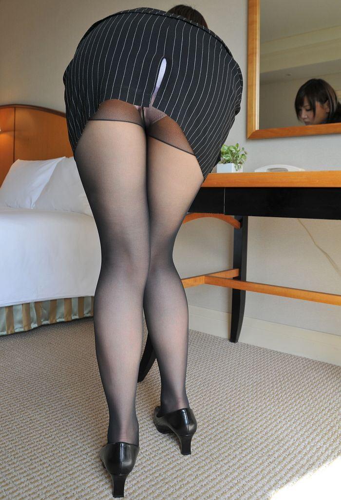 【スリットエロ画像】スカートのスリットから覗くお姉さんの美脚がエロ過ぎる!着衣のまま太ももを舐めまくりたくなるスリットのエロ画像集!ww【80枚】 33