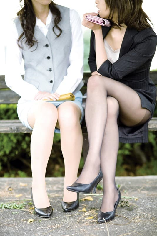 【スリットエロ画像】スカートのスリットから覗くお姉さんの美脚がエロ過ぎる!着衣のまま太ももを舐めまくりたくなるスリットのエロ画像集!ww【80枚】 42
