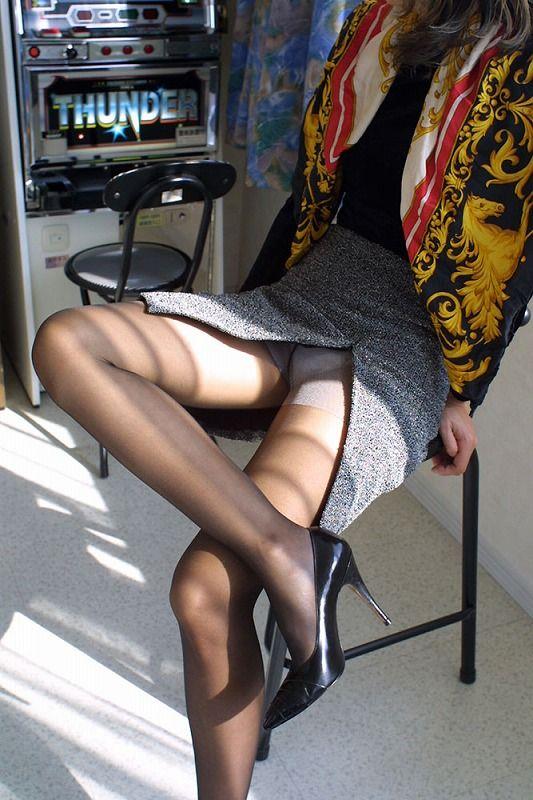 【スリットエロ画像】スカートのスリットから覗くお姉さんの美脚がエロ過ぎる!着衣のまま太ももを舐めまくりたくなるスリットのエロ画像集!ww【80枚】 57