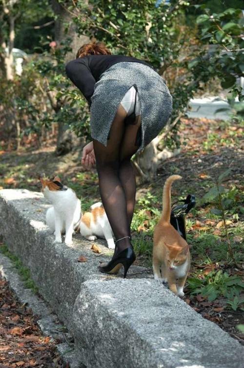 【スリットエロ画像】スカートのスリットから覗くお姉さんの美脚がエロ過ぎる!着衣のまま太ももを舐めまくりたくなるスリットのエロ画像集!ww【80枚】 66