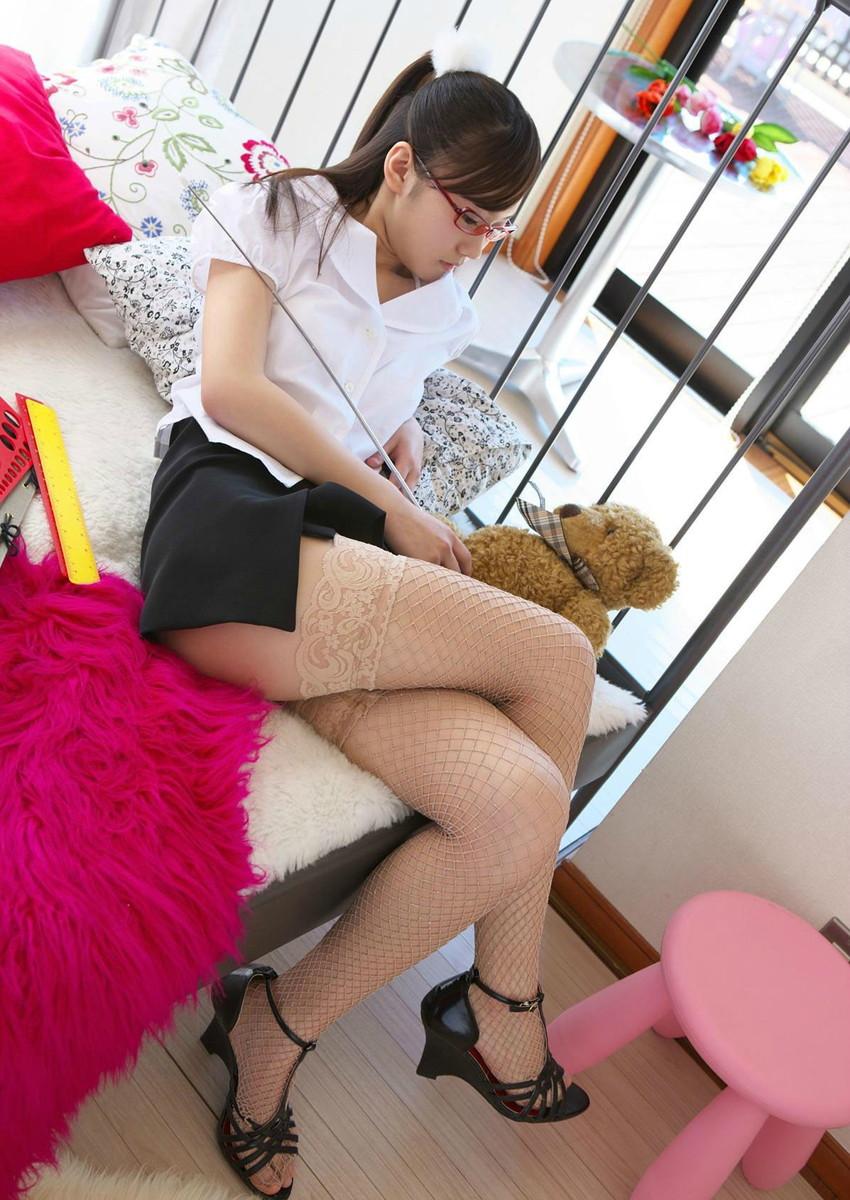 【スリットエロ画像】スカートのスリットから覗くお姉さんの美脚がエロ過ぎる!着衣のまま太ももを舐めまくりたくなるスリットのエロ画像集!ww【80枚】 72
