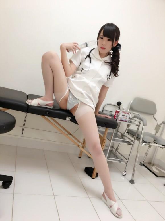 【ナースエロ画像】激務で欲求不満状態の看護婦産の白衣をめくってパンスト破りでクンニしまくったナースのエロ画像集!ww【80枚】 59