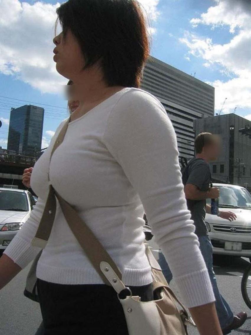 【パイスラッシュエロ画像】超巨乳なパイスラ女子を街中で盗撮!wwカバン斜め掛けでおっぱいの谷間に食い込みまくってるパイスラッシュのエロ画像集ww【80枚】 66