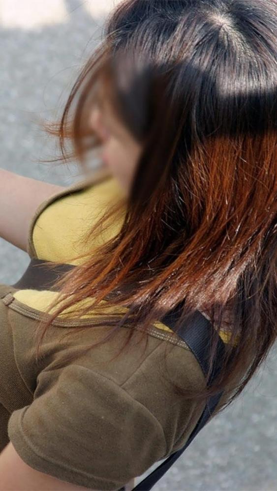 【パイスラッシュエロ画像】超巨乳なパイスラ女子を街中で盗撮!wwカバン斜め掛けでおっぱいの谷間に食い込みまくってるパイスラッシュのエロ画像集ww【80枚】 73