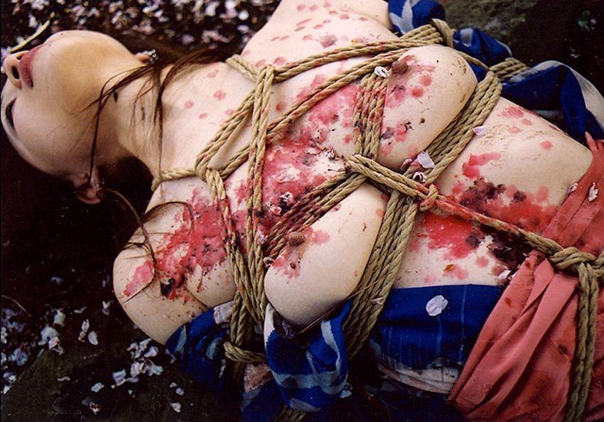 【蝋責めエロ画像】蝋燭(ローソク)責めで生意気娘を緊縛状態でアチアチ調教したった蝋責めのエロ画像集ww【80枚】 49
