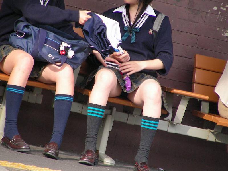 【駅パンチラエロ画像】ミニスカギャルや制服JK達が階段でパンチラしてくれるから毎日頑張れる!駅パンチラを盗撮したエロ画像集ww【80枚】 12