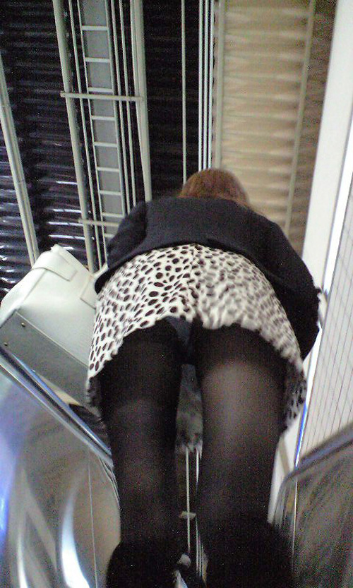 【駅パンチラエロ画像】ミニスカギャルや制服JK達が階段でパンチラしてくれるから毎日頑張れる!駅パンチラを盗撮したエロ画像集ww【80枚】 20