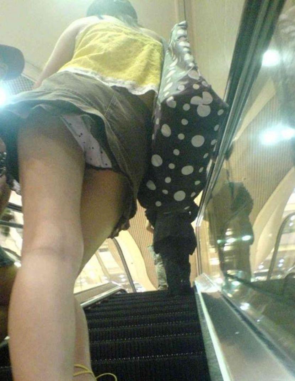 【駅パンチラエロ画像】ミニスカギャルや制服JK達が階段でパンチラしてくれるから毎日頑張れる!駅パンチラを盗撮したエロ画像集ww【80枚】 21