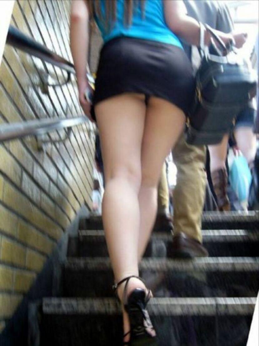 【駅パンチラエロ画像】ミニスカギャルや制服JK達が階段でパンチラしてくれるから毎日頑張れる!駅パンチラを盗撮したエロ画像集ww【80枚】 25