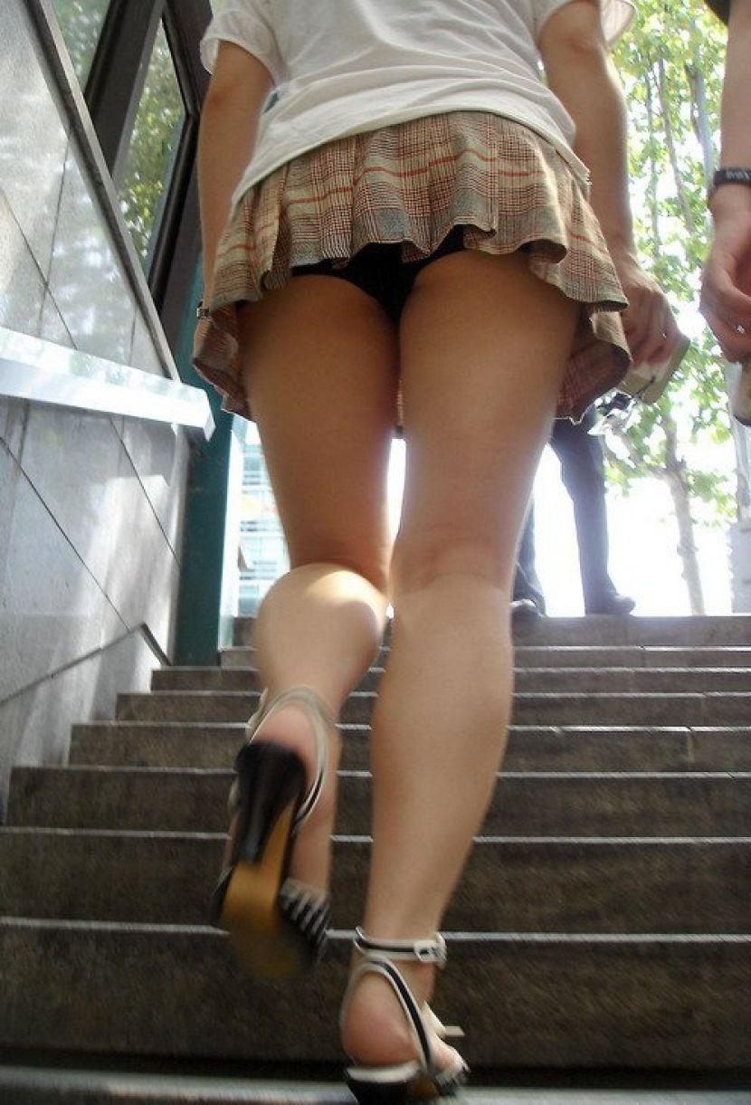 【駅パンチラエロ画像】ミニスカギャルや制服JK達が階段でパンチラしてくれるから毎日頑張れる!駅パンチラを盗撮したエロ画像集ww【80枚】 28