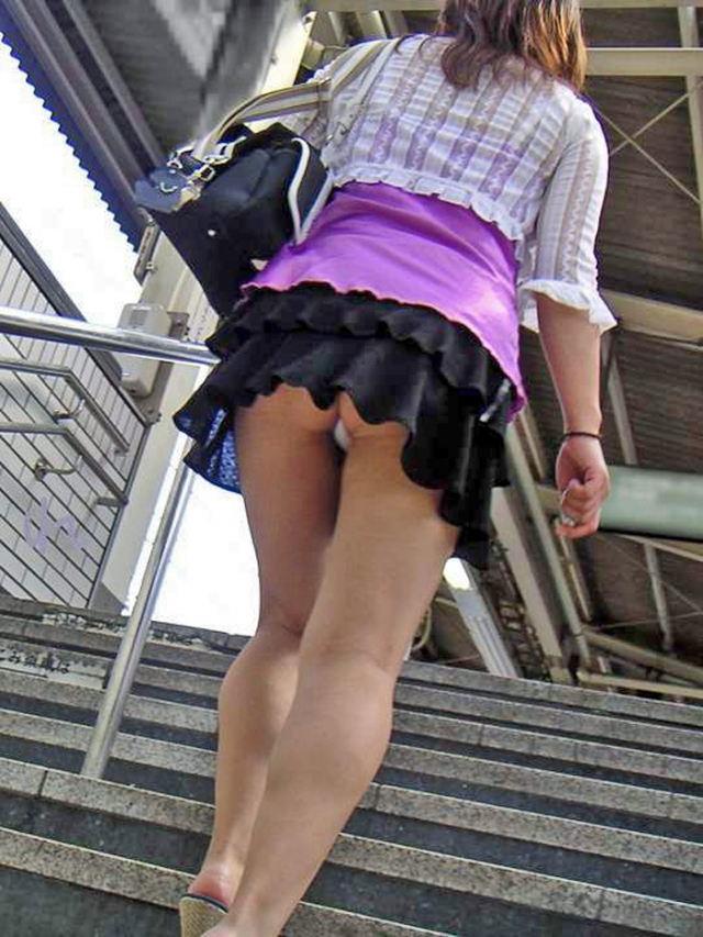 【駅パンチラエロ画像】ミニスカギャルや制服JK達が階段でパンチラしてくれるから毎日頑張れる!駅パンチラを盗撮したエロ画像集ww【80枚】 38