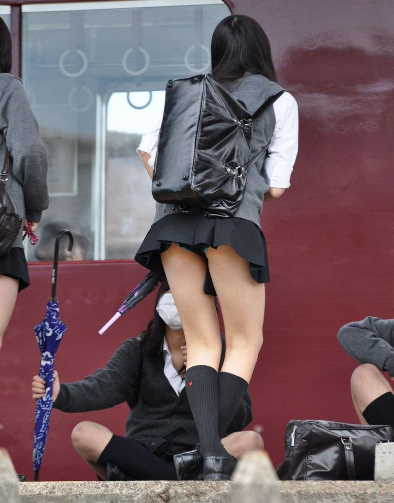 【駅パンチラエロ画像】ミニスカギャルや制服JK達が階段でパンチラしてくれるから毎日頑張れる!駅パンチラを盗撮したエロ画像集ww【80枚】 65