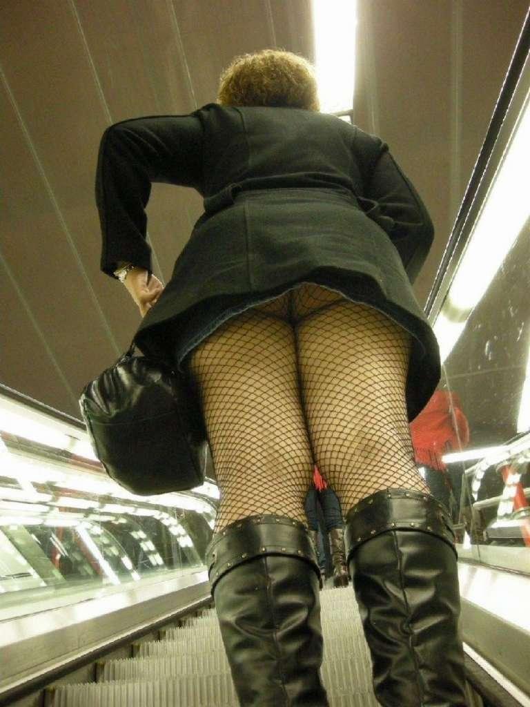 【駅パンチラエロ画像】ミニスカギャルや制服JK達が階段でパンチラしてくれるから毎日頑張れる!駅パンチラを盗撮したエロ画像集ww【80枚】 69