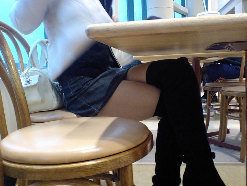 【足組みエロ画像】足組みした瞬間のミニスカギャルや制服JKのむっちり太ももやデルタゾーンパンチラが堪能できる足組みエロ画像集ww【80枚】 18