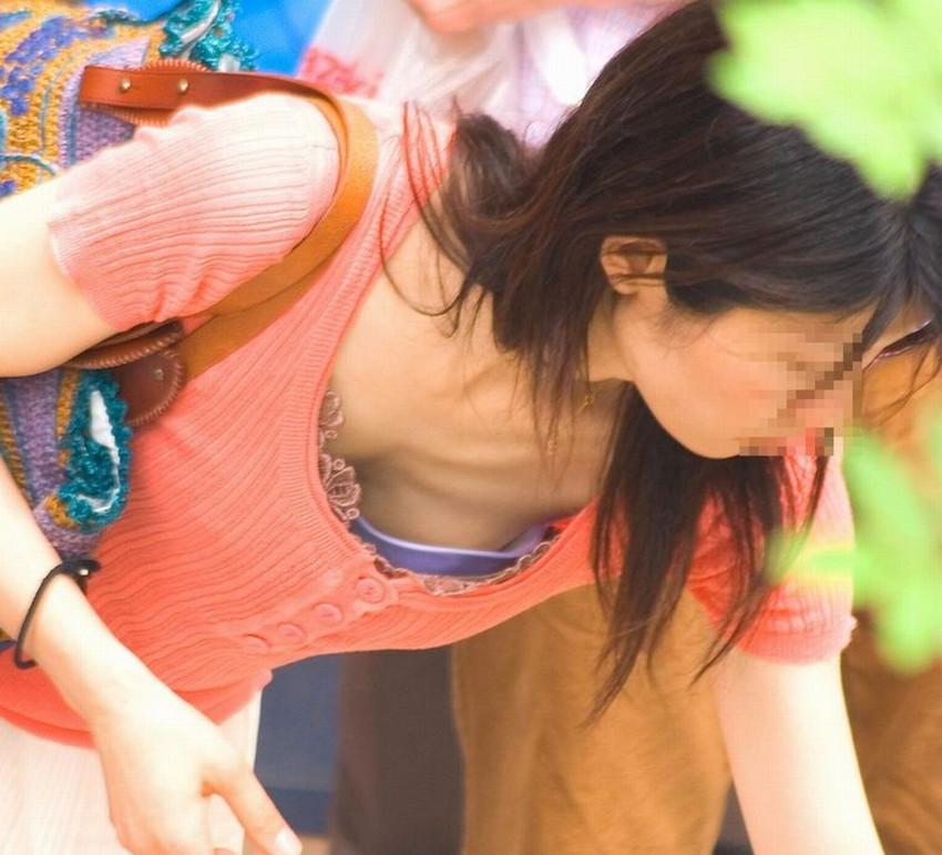 【チラリズムエロ画像】素人女子たち奇跡の風パンチラしたり前かがみの胸チラしちゃってるチラリズムのエロ画像集ww【80枚】 04