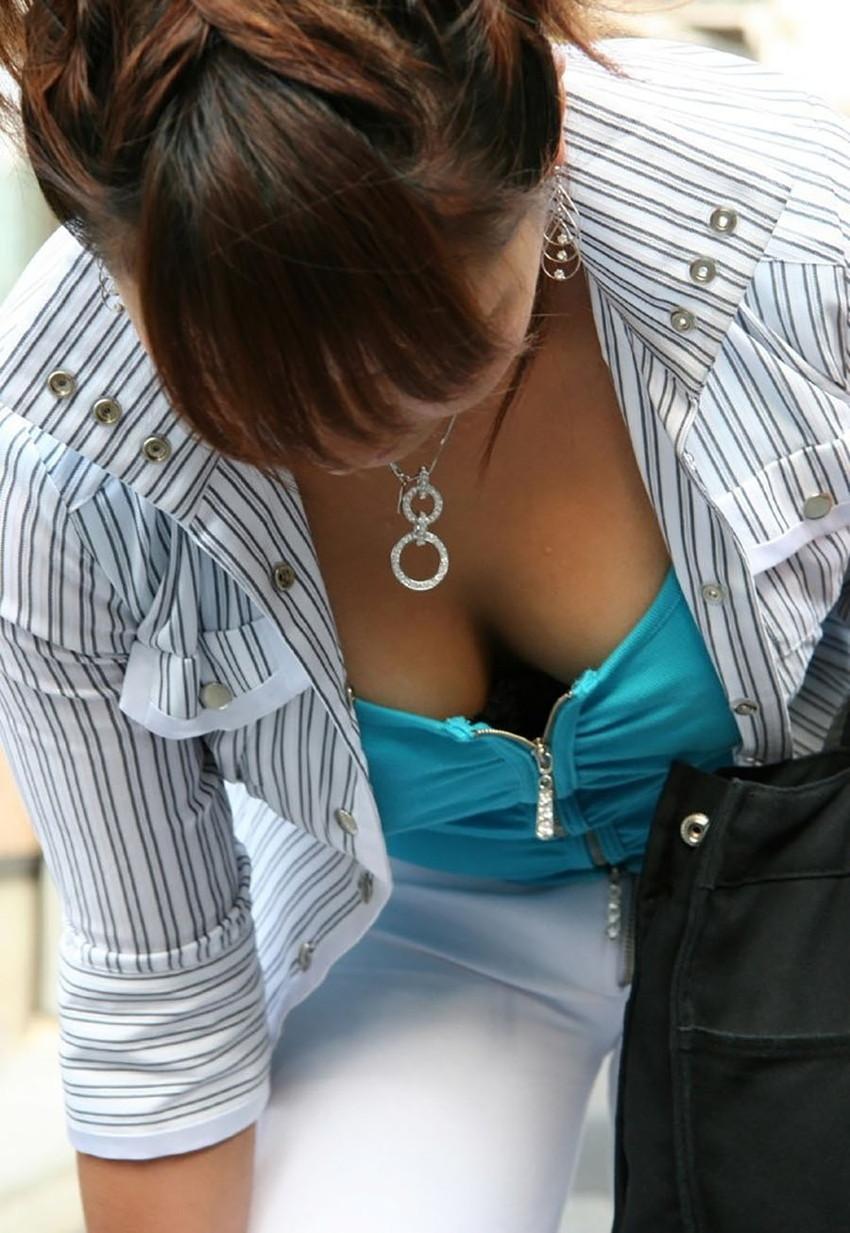 【チラリズムエロ画像】素人女子たち奇跡の風パンチラしたり前かがみの胸チラしちゃってるチラリズムのエロ画像集ww【80枚】 36