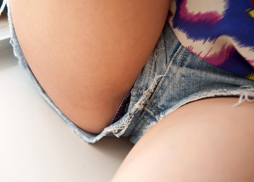 【ホットパンツエロ画像】超短いホットパンツはおまんこがすぐ側だという事実!wwホットパンツでセックスしたりパンチラ盗撮しちゃったホットパンツのエロ画像集w【80枚】 08