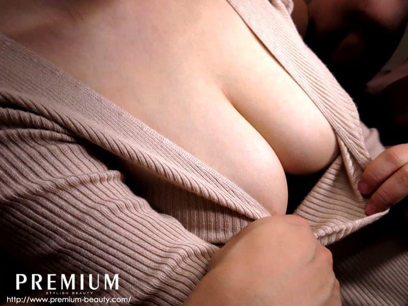 【着衣巨乳エロ画像】反則級に爆乳の豊満お姉さんがパツパツセーターの着衣巨乳で誘惑!ww鷲掴みで揉んで着衣セックスしたった着衣巨乳のおっぱい画像集w【80枚】 02