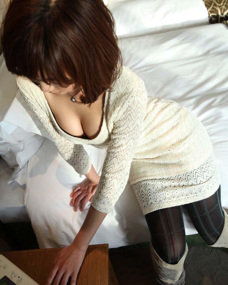 【着衣巨乳エロ画像】反則級に爆乳の豊満お姉さんがパツパツセーターの着衣巨乳で誘惑!ww鷲掴みで揉んで着衣セックスしたった着衣巨乳のおっぱい画像集w【80枚】 69