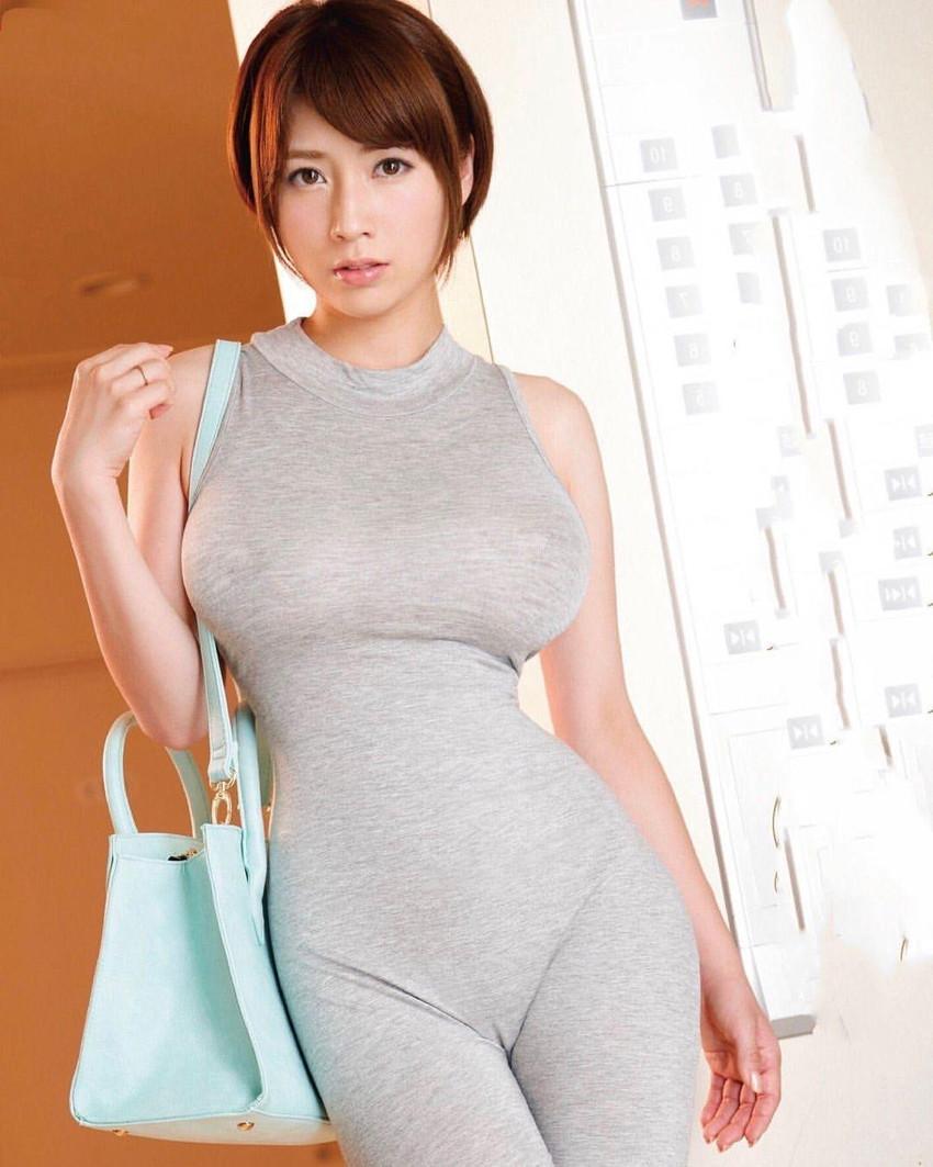 【着衣巨乳エロ画像】反則級に爆乳の豊満お姉さんがパツパツセーターの着衣巨乳で誘惑!ww鷲掴みで揉んで着衣セックスしたった着衣巨乳のおっぱい画像集w【80枚】 70