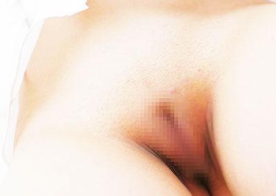 【ツルマンエロ画像】まだ陰毛が生えてないまんすじ丸見えのつるぺた美少女や剃毛プレイが大好きなパイパンビッチ達のツルマンエロ画像集!ww【80枚】