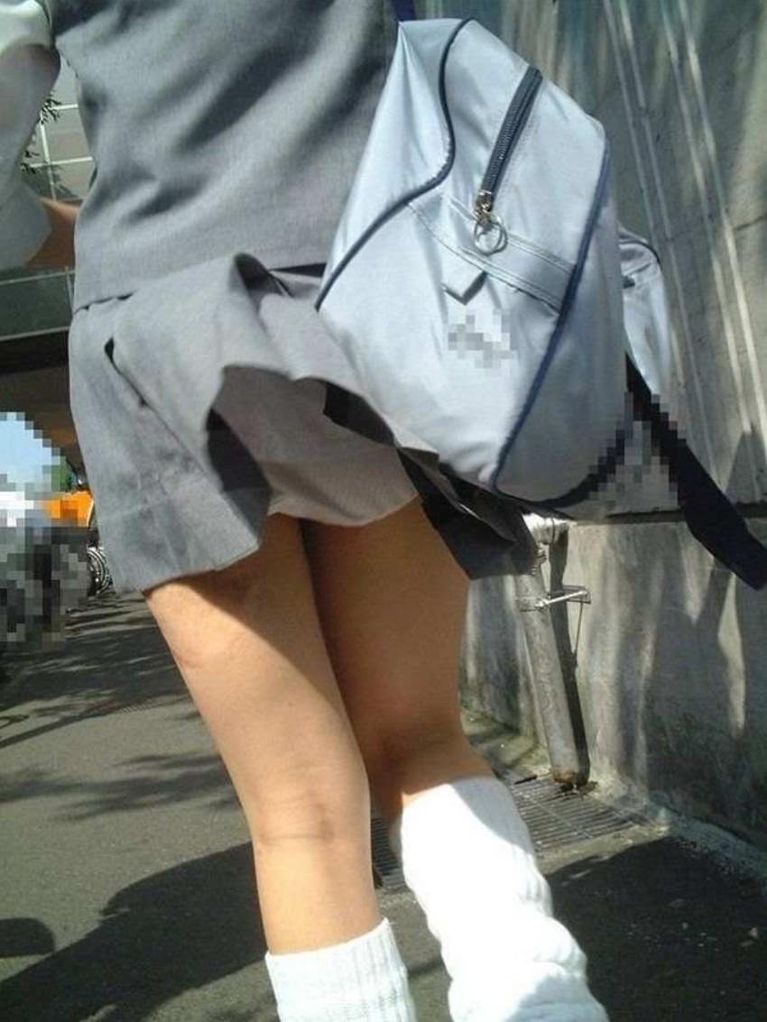 【JKパンチラエロ画像】登下校中のJKのパンチラがあとちょっとで見れたのに!と歯痒く思ってる人に捧げるJKパンチラのエロ画像集w【80枚】 23