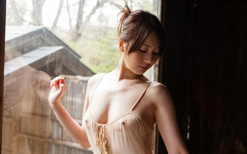 【キャミソールエロ画像】キャミソールの激カワ娘が胸チラしたりノーブラで胸ポチしてる姿が最高にエロすぎるキャミソールのエロ画像集ww【80枚】