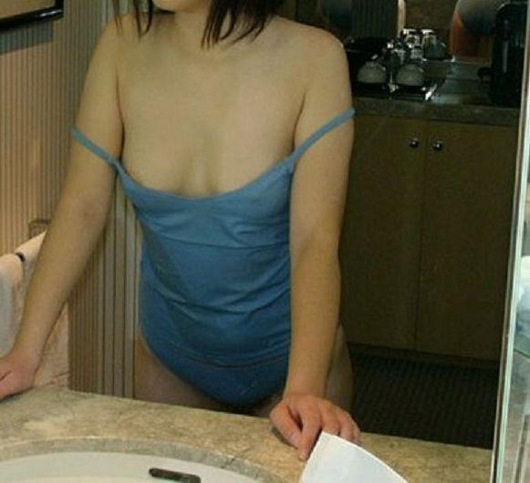 【キャミソールエロ画像】キャミソールの激カワ娘が胸チラしたりノーブラで胸ポチしてる姿が最高にエロすぎるキャミソールのエロ画像集ww【80枚】 02