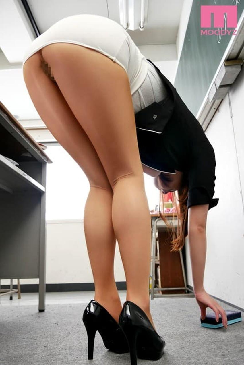 【タイトスカートエロ画像】パンチラやパンティーライン丸見えのタイトスカートお姉さんと足コキや顔面騎乗位クンニしちゃったタイトスカートのエロ画像集w【80枚】 49
