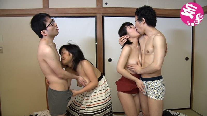 【スワッピングエロ画像】自慢の若妻や恋人のフェラテクを乱交セックス友人にも体験させたい!スワッピングのエロ画像集www【80枚】 14