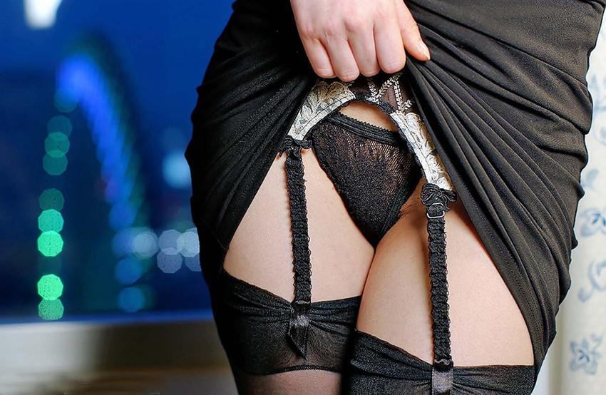 【ガーターベルトエロ画像】美脚で美尻のガーターベルトをつけた美女たちに足コキされたくなるガーターベルトのエロ画像集w【80枚】 06