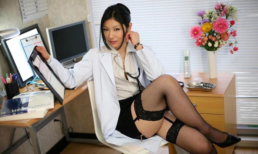【ガーターベルトエロ画像】美脚で美尻のガーターベルトをつけた美女たちに足コキされたくなるガーターベルトのエロ画像集w【80枚】 07