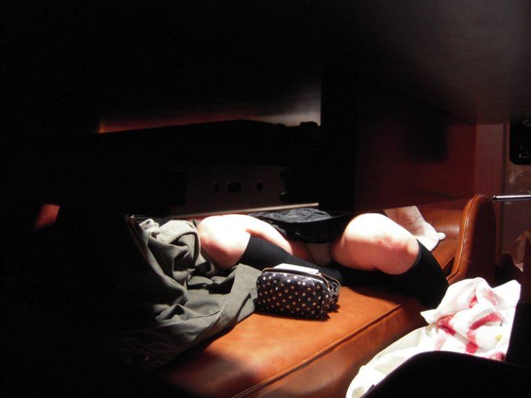 【ネカフェオナニーエロ画像】ネットカフェをオナニーの聖地にしてる素人JKや若妻、OLたちの自慰を盗撮したったネカフェオナニーのエロ画像集w【80枚】 35