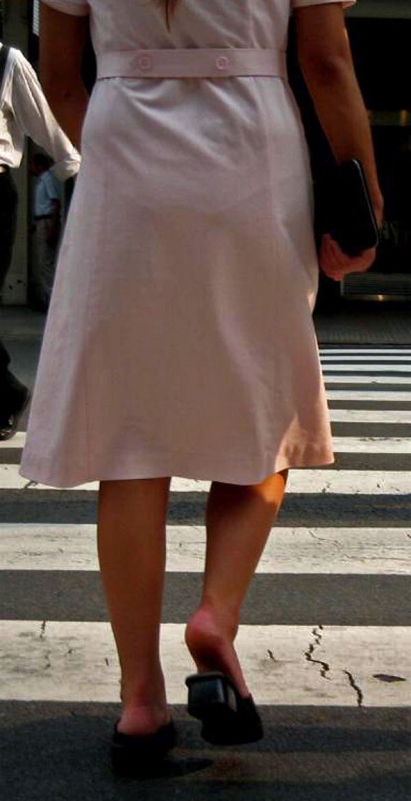 【下着透けエロ画像】薄手の服やスカートでブラジャーやパンティーラインが透けちゃったり、雨でランジェリーが濡れ透け状態になってる下着透けのエロ画像集!ww【80枚】 74