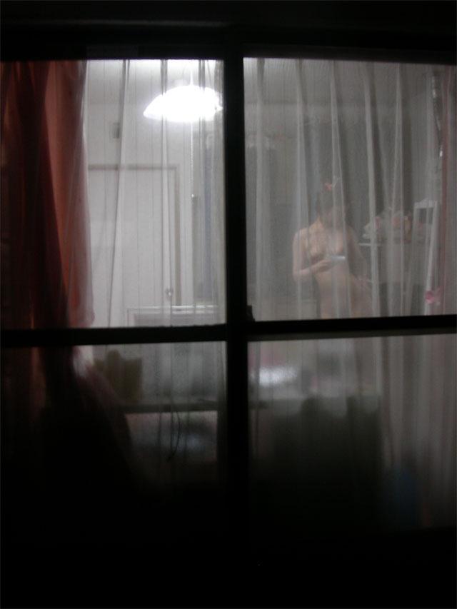 【窓盗撮エロ画像】一人暮らしのJDやOLたちの着替えやオナニー、入浴やセックスを窓から覗いて隠し撮りしたった窓盗撮のエロ画像集ww【80枚】 30