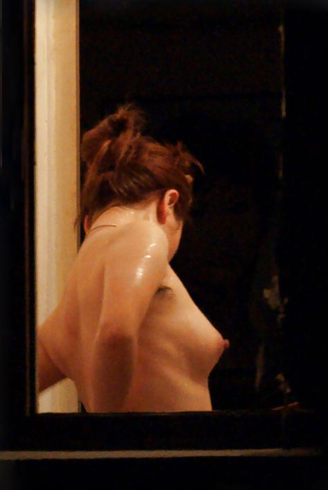 【窓盗撮エロ画像】一人暮らしのJDやOLたちの着替えやオナニー、入浴やセックスを窓から覗いて隠し撮りしたった窓盗撮のエロ画像集ww【80枚】 39
