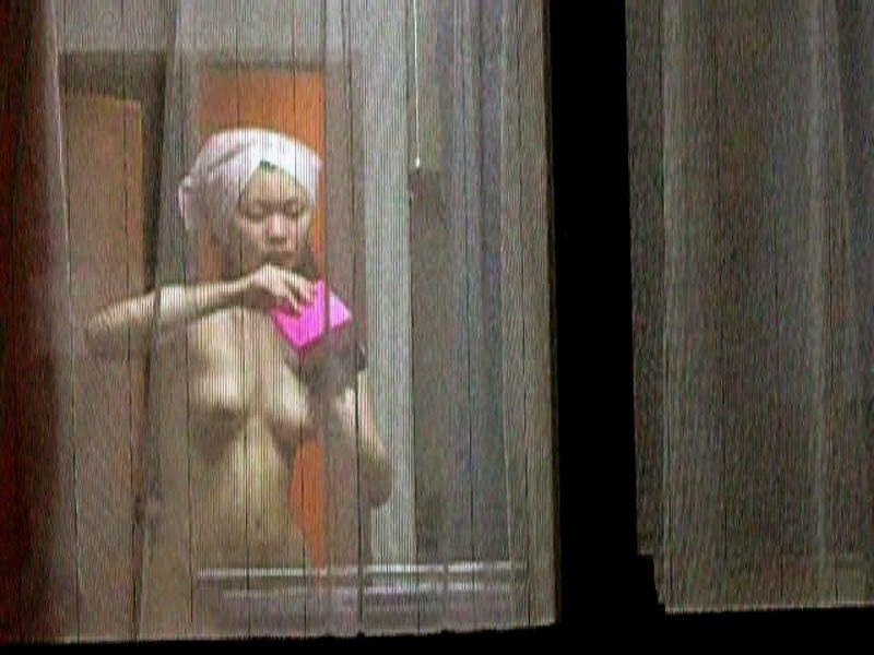【窓盗撮エロ画像】一人暮らしのJDやOLたちの着替えやオナニー、入浴やセックスを窓から覗いて隠し撮りしたった窓盗撮のエロ画像集ww【80枚】 68