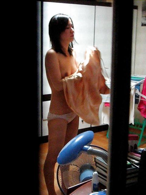 【窓盗撮エロ画像】一人暮らしのJDやOLたちの着替えやオナニー、入浴やセックスを窓から覗いて隠し撮りしたった窓盗撮のエロ画像集ww【80枚】 76