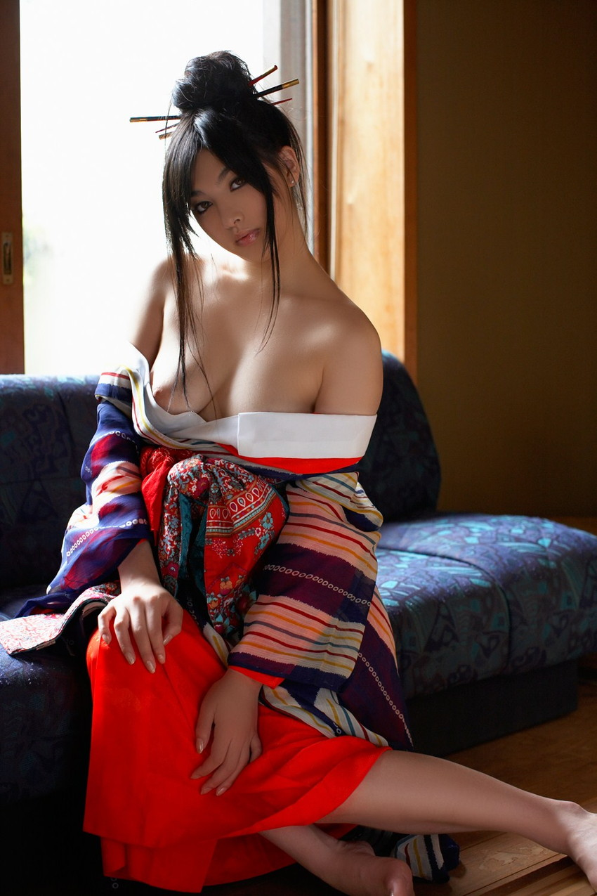 【花魁エロ画像】美し過ぎる着物で着飾ったS級和服美女の花魁が胸チラやご奉仕セックスしてくれる花魁エロ画像集ww【80枚】 70