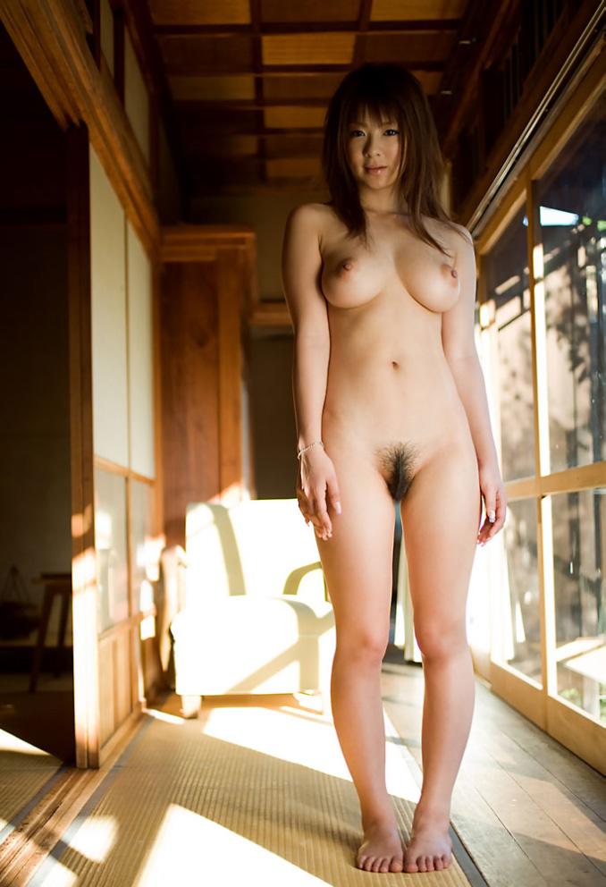 【仁王立ちヌードエロ画像】S級美女たちが景気良く仁王立ちでくびれボインもおまんこも堂々と見せてくれてる仁王立ちヌードのエロ画像集ww【80枚】 14