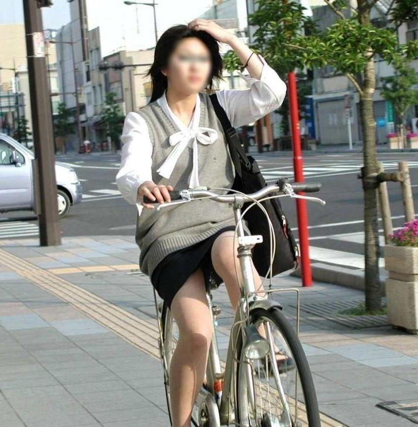 【自転車OLエロ画像】OLスーツのタイトスカートの太ももや美尻、パンチラが堪らなさすぎるOL自転車のエロ画像集!ww【80枚】 10