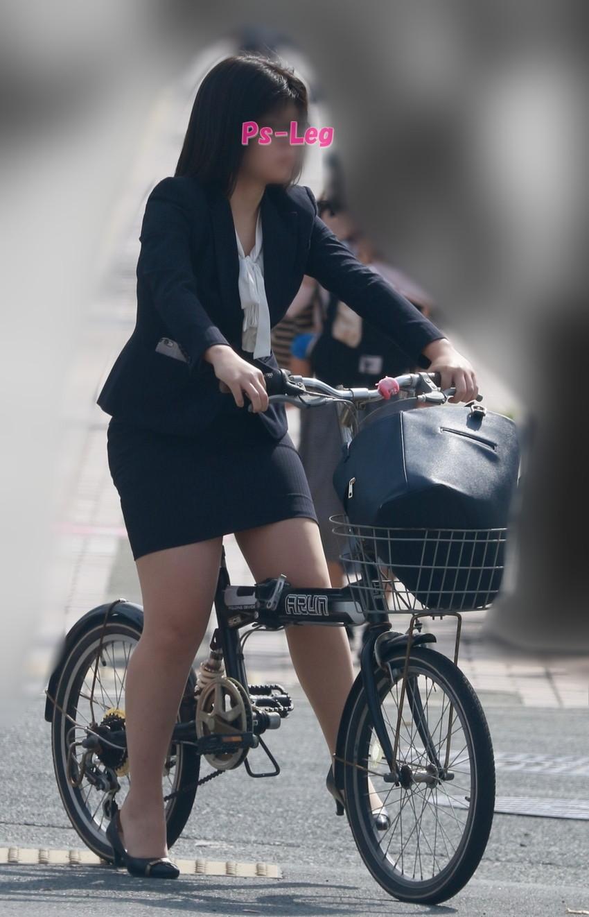 【自転車OLエロ画像】OLスーツのタイトスカートの太ももや美尻、パンチラが堪らなさすぎるOL自転車のエロ画像集!ww【80枚】 37