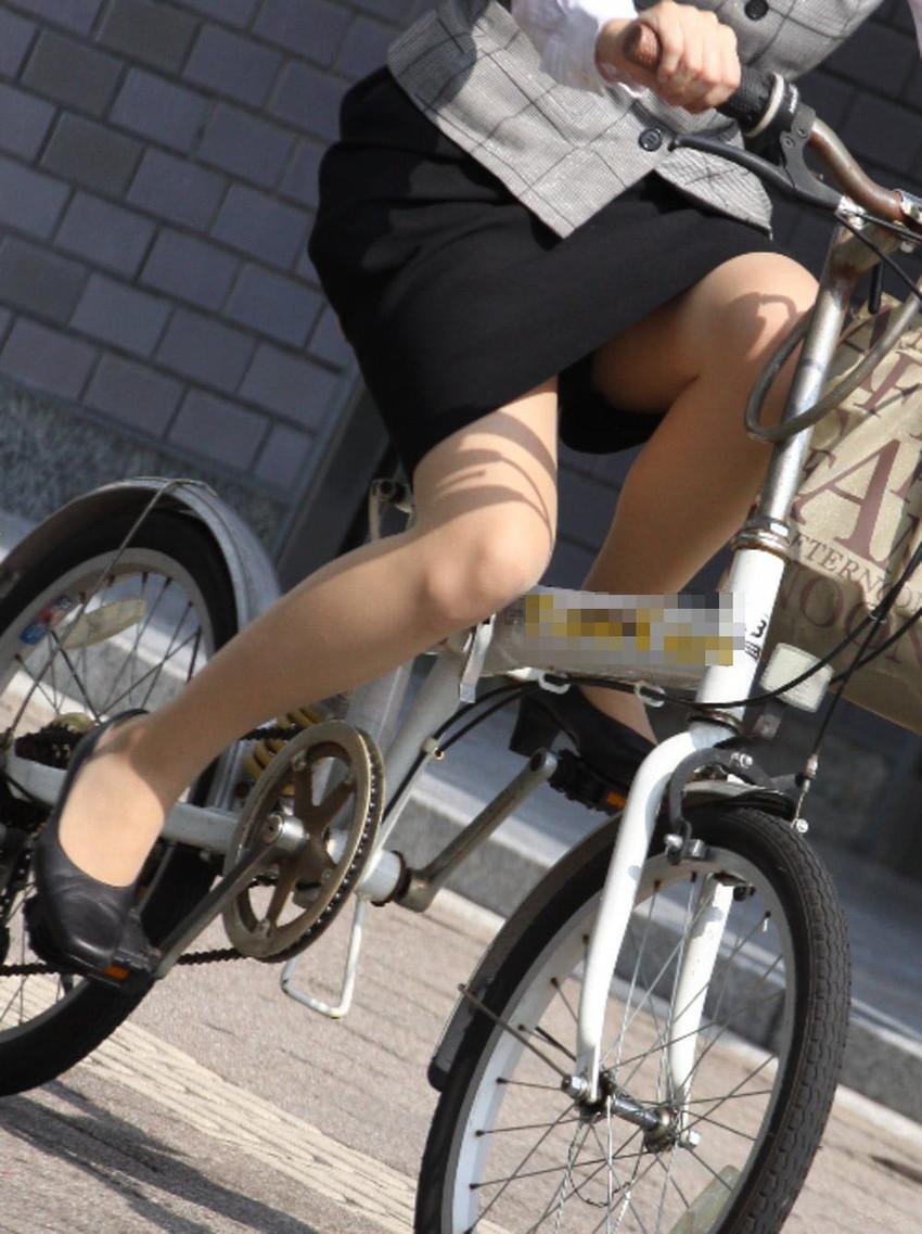 【自転車OLエロ画像】OLスーツのタイトスカートの太ももや美尻、パンチラが堪らなさすぎるOL自転車のエロ画像集!ww【80枚】 38