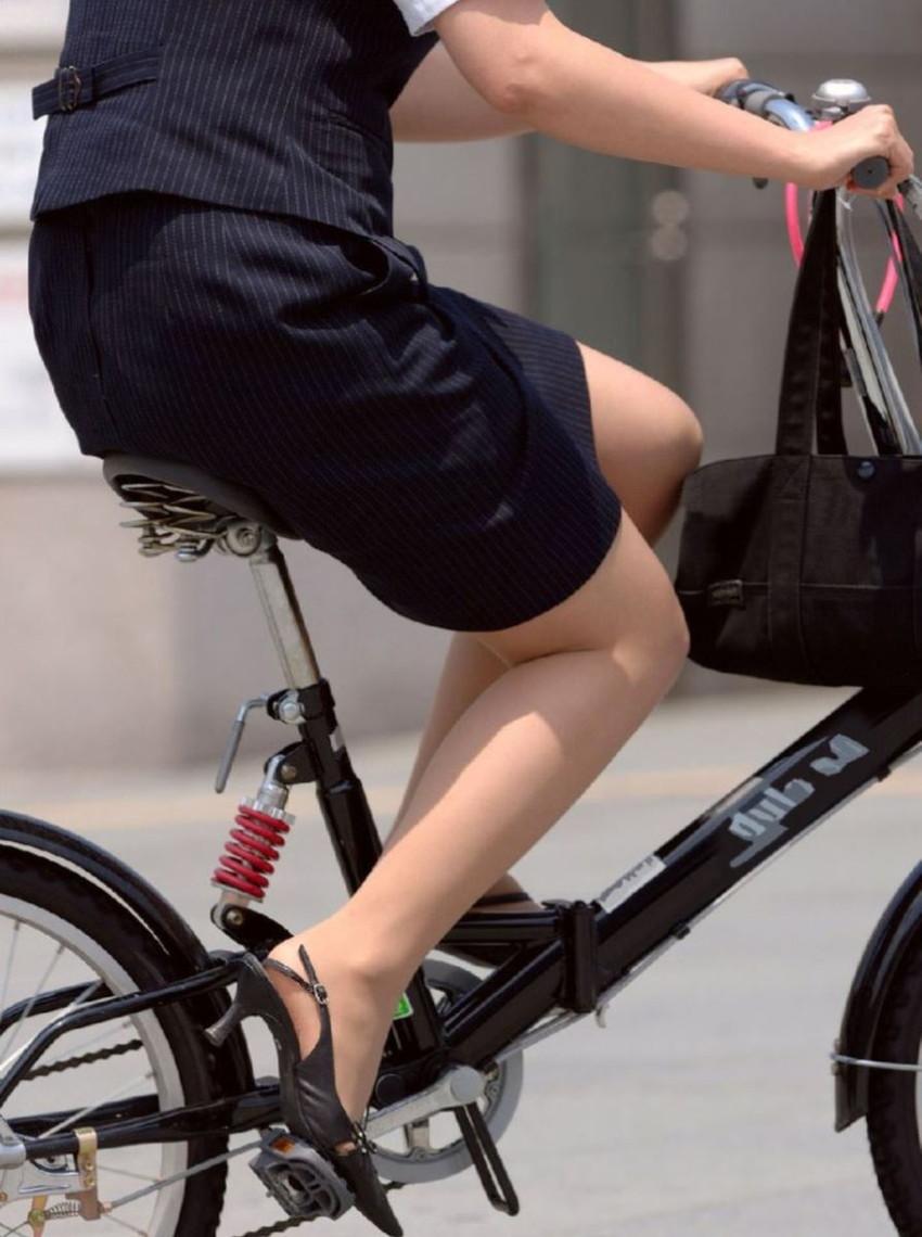 【自転車OLエロ画像】OLスーツのタイトスカートの太ももや美尻、パンチラが堪らなさすぎるOL自転車のエロ画像集!ww【80枚】 52