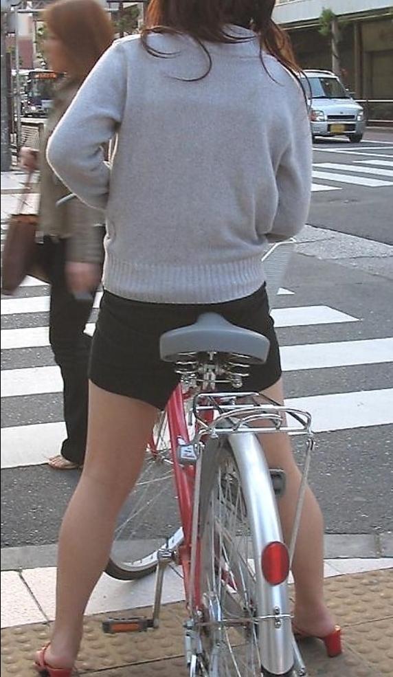 【自転車OLエロ画像】OLスーツのタイトスカートの太ももや美尻、パンチラが堪らなさすぎるOL自転車のエロ画像集!ww【80枚】 53