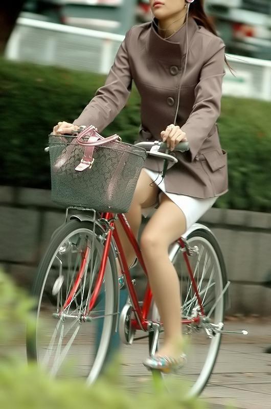 【自転車OLエロ画像】OLスーツのタイトスカートの太ももや美尻、パンチラが堪らなさすぎるOL自転車のエロ画像集!ww【80枚】 54