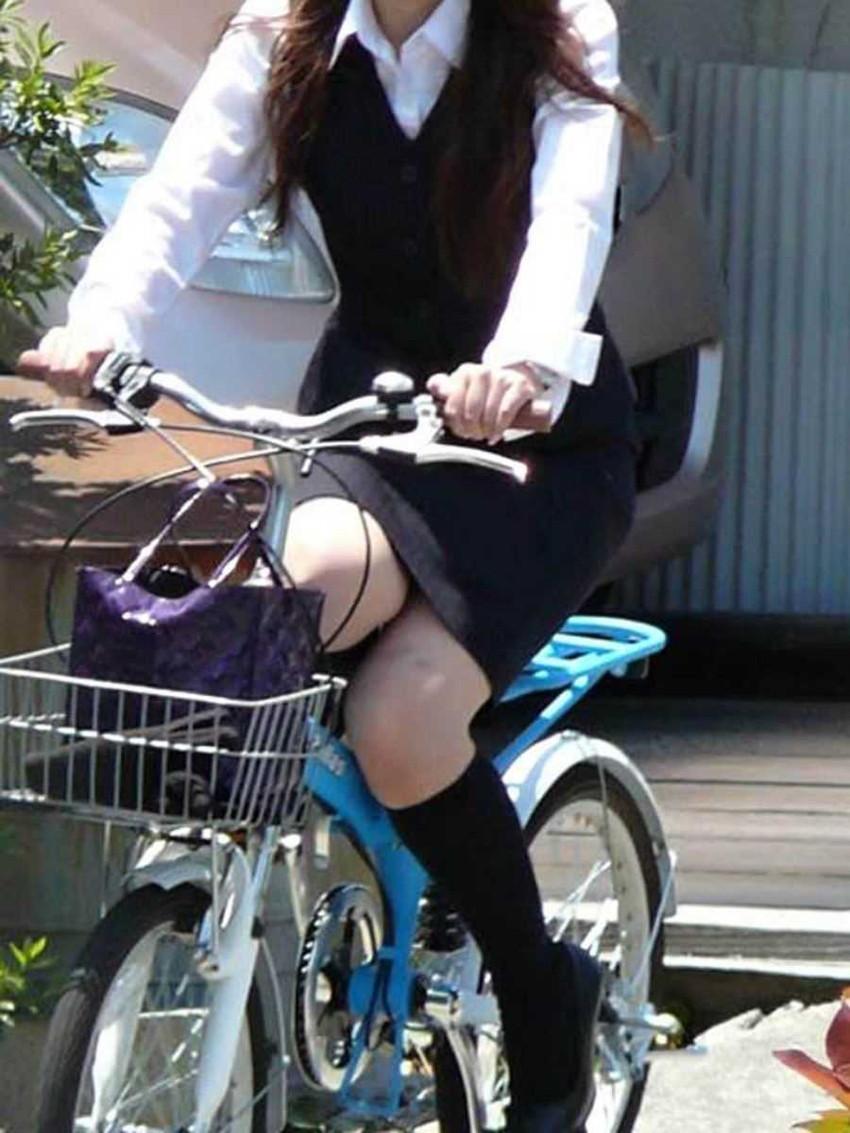 【自転車OLエロ画像】OLスーツのタイトスカートの太ももや美尻、パンチラが堪らなさすぎるOL自転車のエロ画像集!ww【80枚】 57