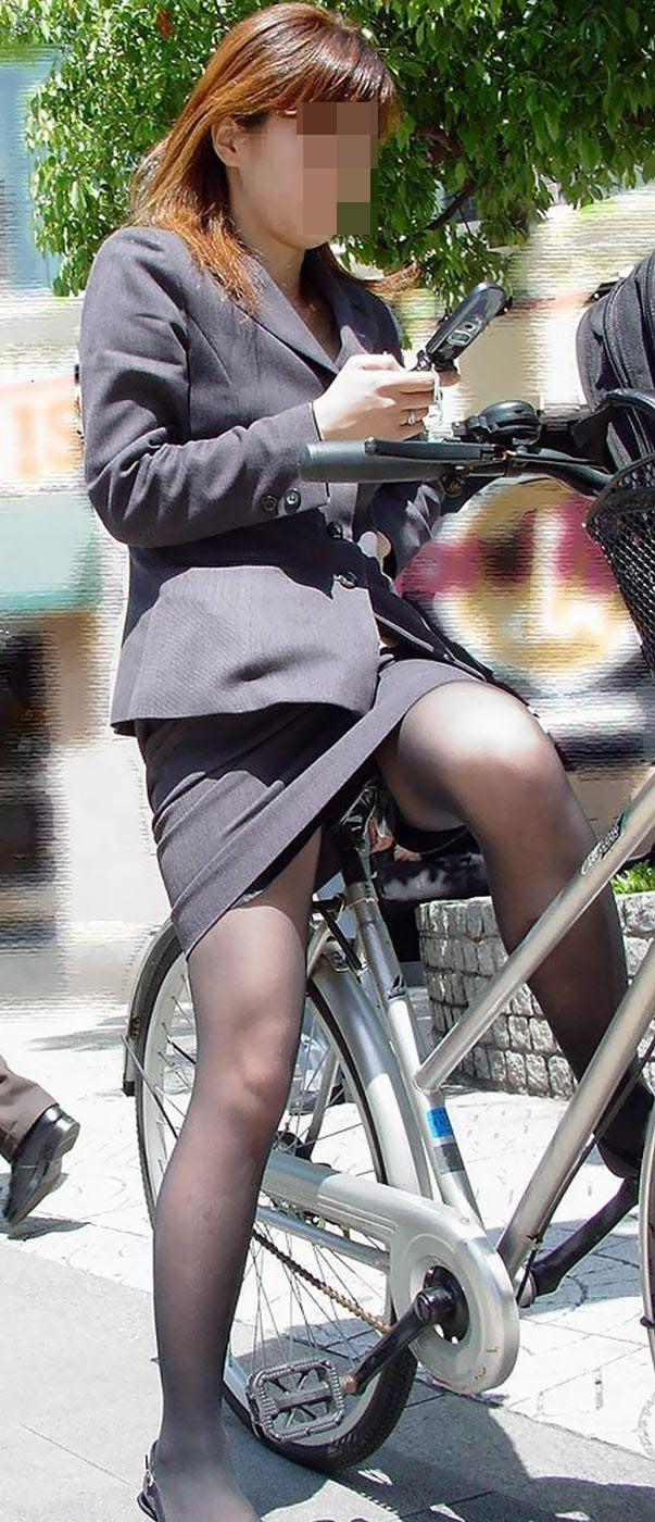 【自転車OLエロ画像】OLスーツのタイトスカートの太ももや美尻、パンチラが堪らなさすぎるOL自転車のエロ画像集!ww【80枚】 58