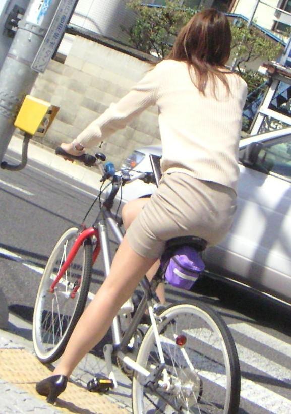 【自転車OLエロ画像】OLスーツのタイトスカートの太ももや美尻、パンチラが堪らなさすぎるOL自転車のエロ画像集!ww【80枚】 59