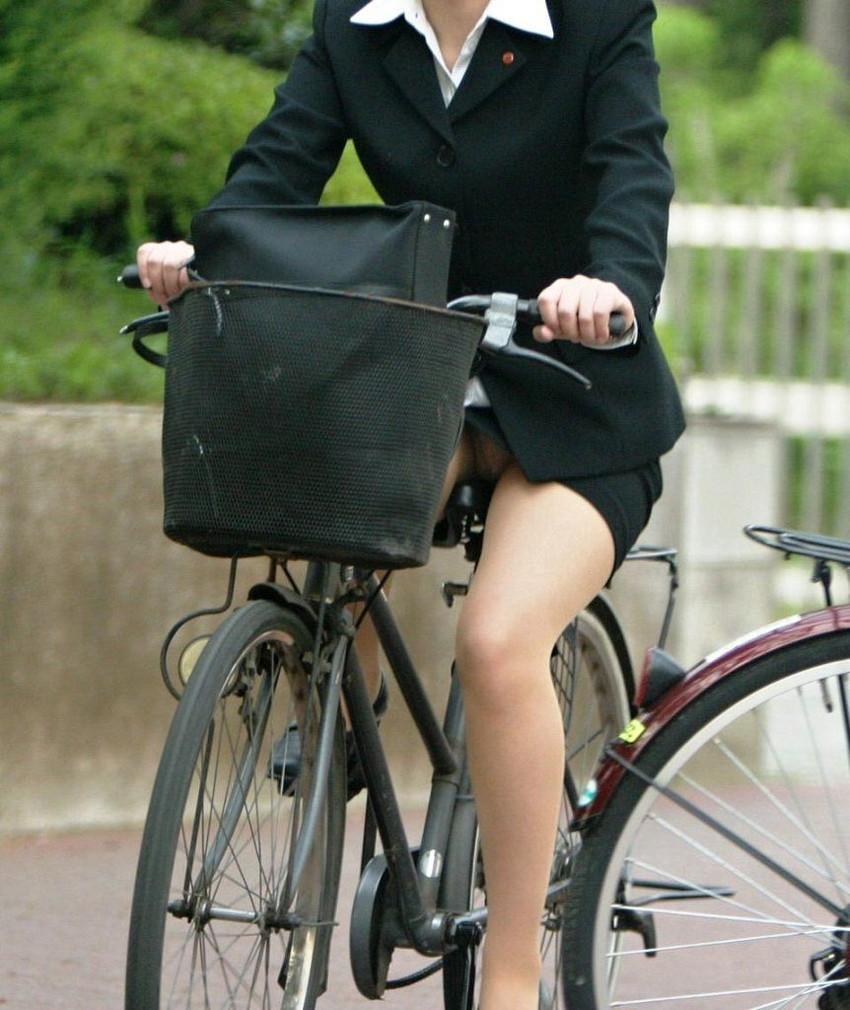 【自転車OLエロ画像】OLスーツのタイトスカートの太ももや美尻、パンチラが堪らなさすぎるOL自転車のエロ画像集!ww【80枚】 65